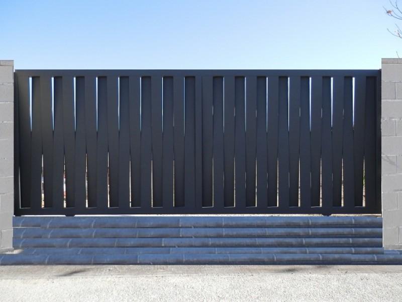 Puertas rejas y escaleras de hierro zaragoza la muela y - Vallas para chalets ...